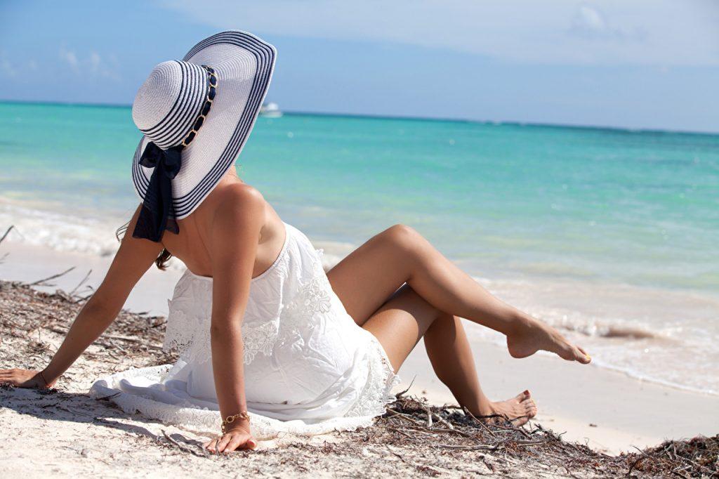 protege el color de tu cabello con un sombrero