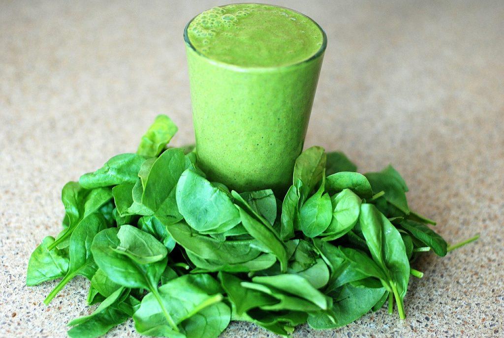 Los batidos verdes son grandes alimentos para el cabello